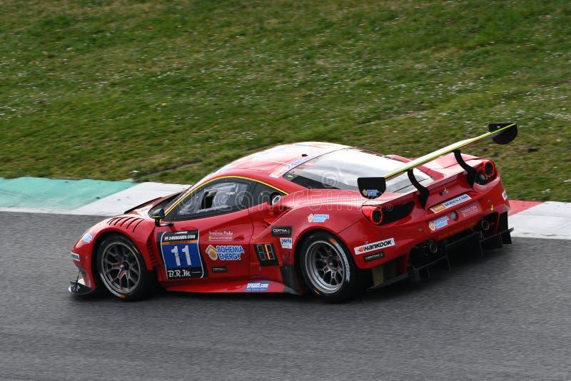 12 malmHankook Mugello 18 mars 2017: #11 Scuderia Praha, Ferrari 488 GT3: Jiri Pisarik Josef Krà¡ l, Matteo Malucelli på Mugel royaltyfria foton