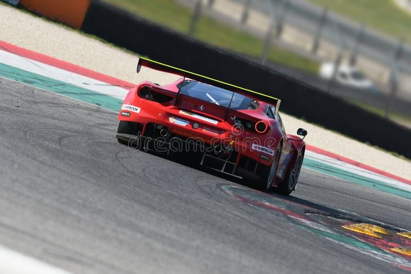 12 malmHankook Mugello 18 mars 2017: #11 Scuderia Praha, Ferrari 488 GT3: Jiri Pisarik Josef Krà¡ l, Matteo Malucelli på Mugel royaltyfri bild