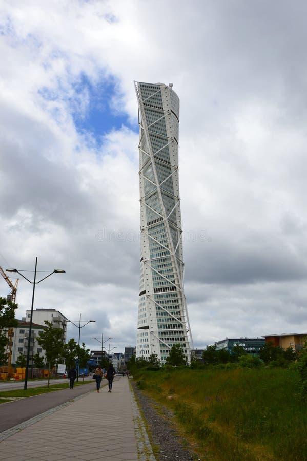 MALMO SVERIGE - MAJ 31, 2017: Den roterande torson som planläggs av Santiago Calatrava, är den mest högväxta byggnaden i Skandina arkivbild