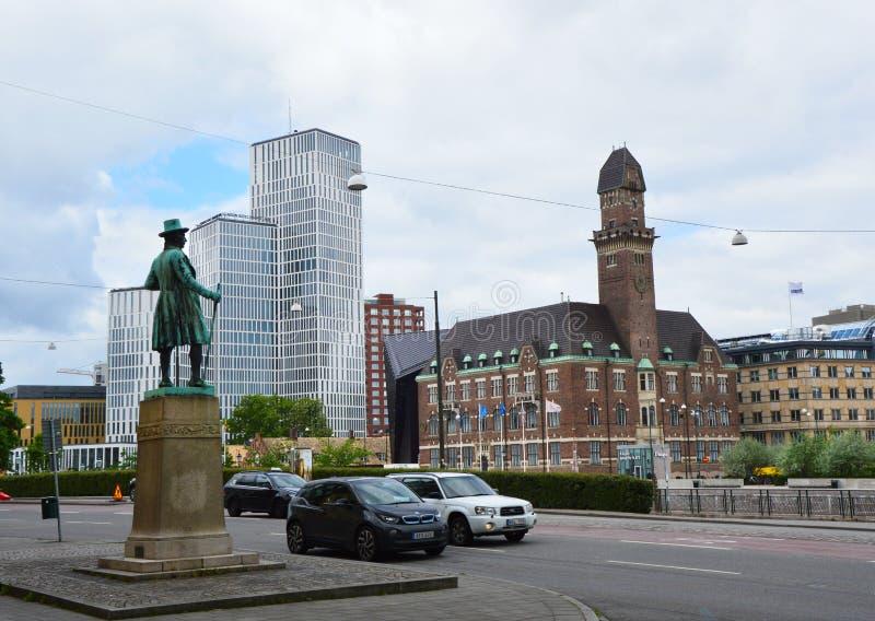 MALMO, ZWEDEN - MEI 31, 2017: de mening van het standbeeld van Zweedse zakenman Frans Suell houdt toezicht op Malmo stad royalty-vrije stock afbeelding