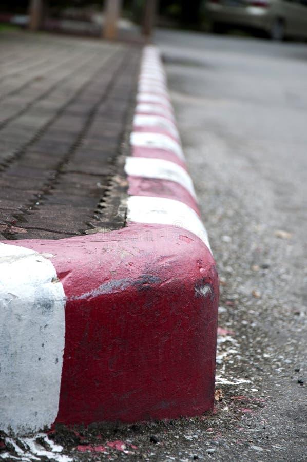 Malować na footpath i ulicie z czerwienią obrazy royalty free
