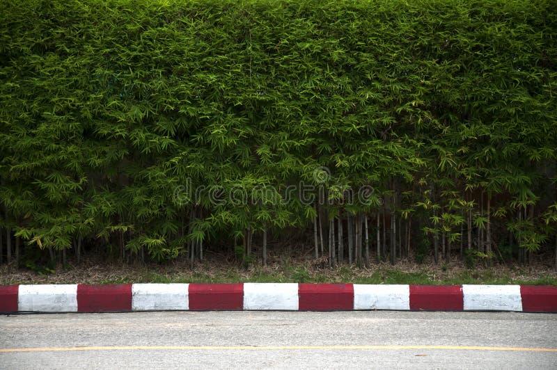 Malować na footpath i ulicie z czerwienią fotografia royalty free