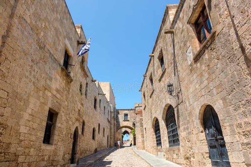 Malownicza średniowieczna ulica w Rhodes Starym miasteczku obraz stock