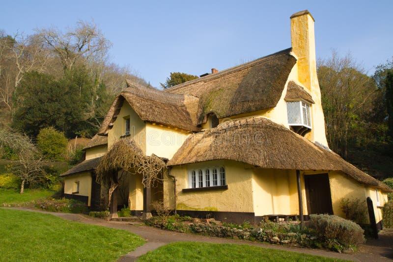 Pokrywająca strzechą chałupa Selworthy Somerset obrazy royalty free