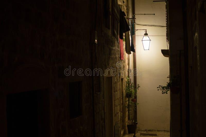 Malownicza Zaświecająca aleja z pralnią w Dubrovnik, Chorwacja fotografia royalty free