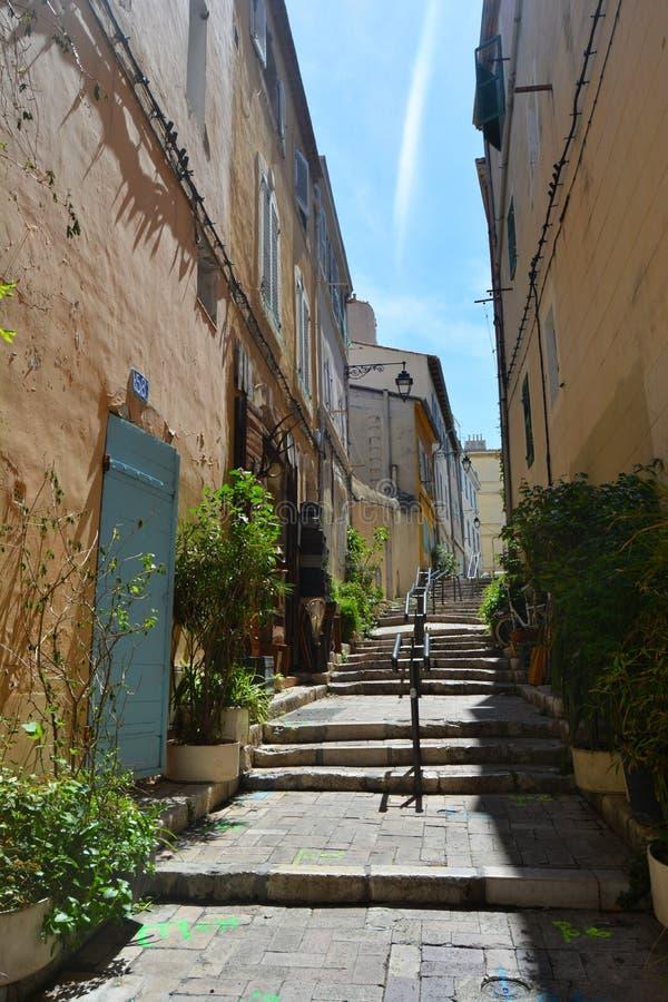 Malownicze i kolorowe ulicy stary miasteczko Marseille, Francja obraz royalty free