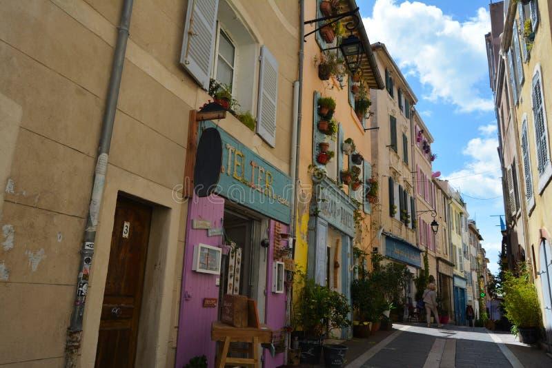 Malownicze i kolorowe ulicy stary miasteczko Marseille, Francja zdjęcie royalty free