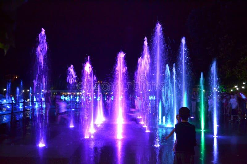 Download Malownicze Nocy Fontanny, Plovdiv Fotografia Editorial - Obraz złożonej z dekoracyjny, równo: 57656367