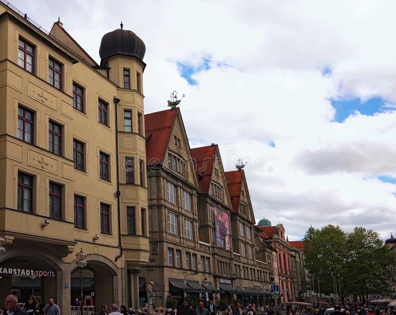 Malowniczy średniowieczni gothic domy w starej Neuhauser ulicie zdjęcie stock