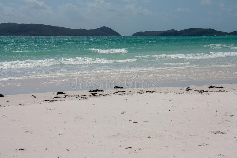 Malowniczy błękitny ocean na Białej przystani plaży obraz royalty free