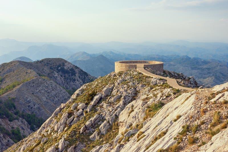 Malowniczy góra krajobraz z obserwacja pokładem Montenegro, Lovcen park narodowy zdjęcia stock
