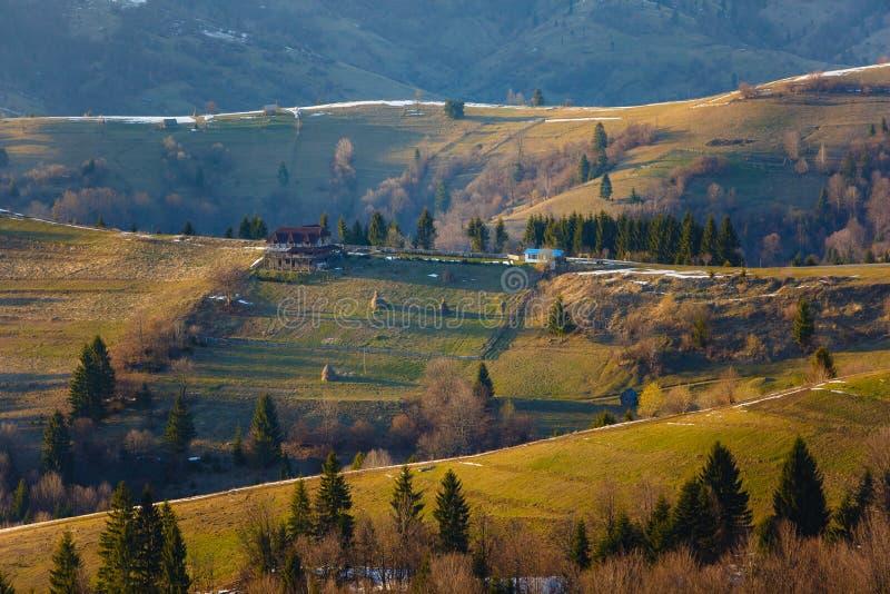 Malowniczy halni skłony w wiośnie Piękny krajobraz obraz stock