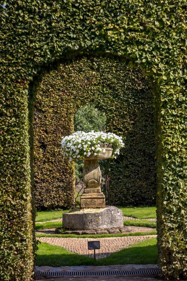 Malowniczy Jardins Du Manoir d Eyrignac w Dordogne fotografia royalty free