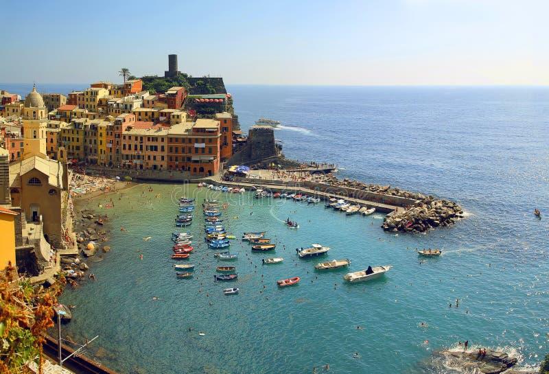 Malowniczy widok Vernazza vilage w lecie Cinque Terre Pięć ziemi park narodowy Włochy obraz stock