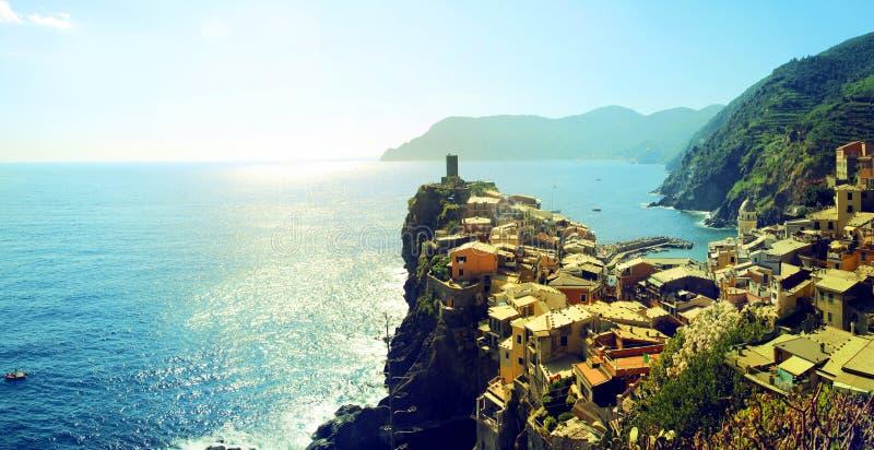 Malowniczy widok Vernazza vilage w lecie Cinque Terre Pięć ziemi park narodowy Włochy obraz royalty free
