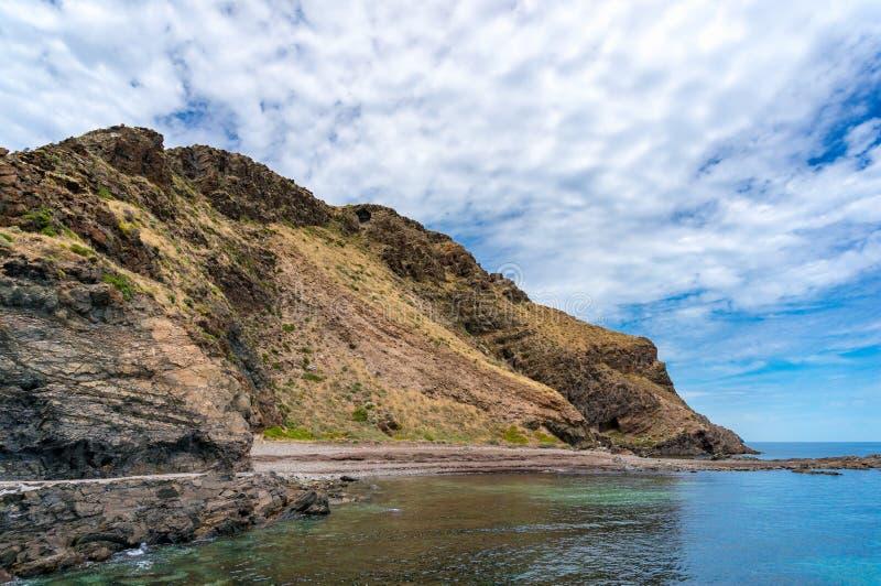 Malowniczy wzgórze z kryształem - jasny wodny natura krajobraz fotografia royalty free