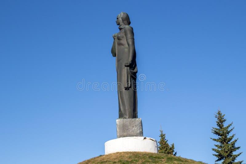 Maloyaroslavets, Rusland - April 2018: Het militaire graf van de Grote Patriottische Oorlog van 1941-1945 en herdenkings` Treurig royalty-vrije stock fotografie