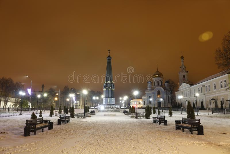 MALOYAROSLAVETS, RUSSIE - DEC 2015 : La nuit Maloyaroslavets photo libre de droits