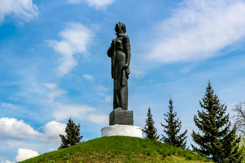 Maloyaroslavets Ryssland - Maj 2016: Den militära graven av det stora patriotiska kriget av 1941-1945 royaltyfria bilder