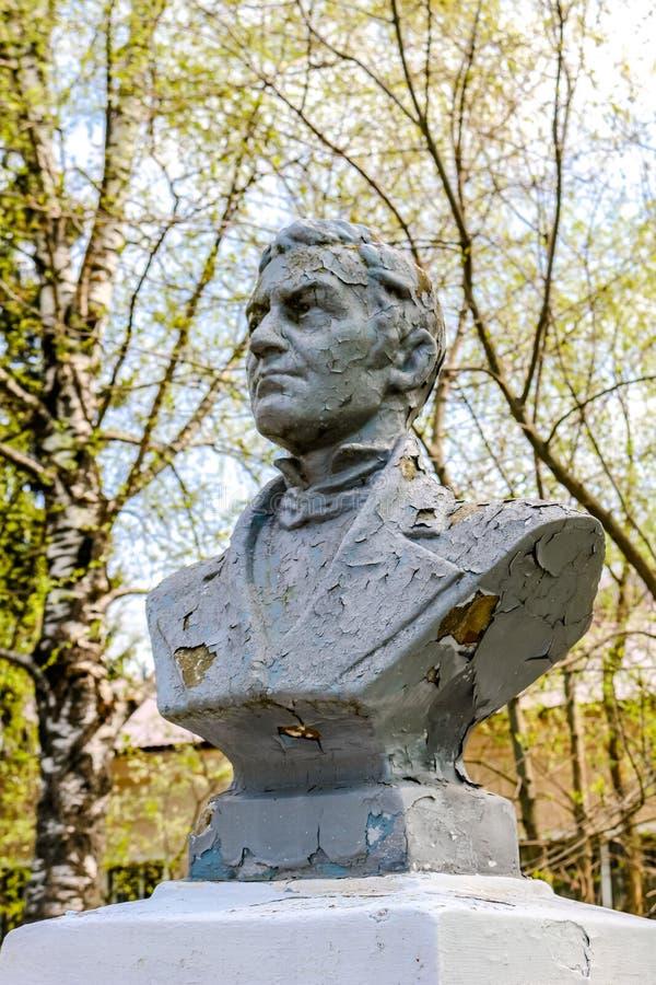 MALOYAROSLAVETS RYSSLAND - MAJ 2016: Monument till hjälten av kriget av Savva 1812 Belyaev fotografering för bildbyråer