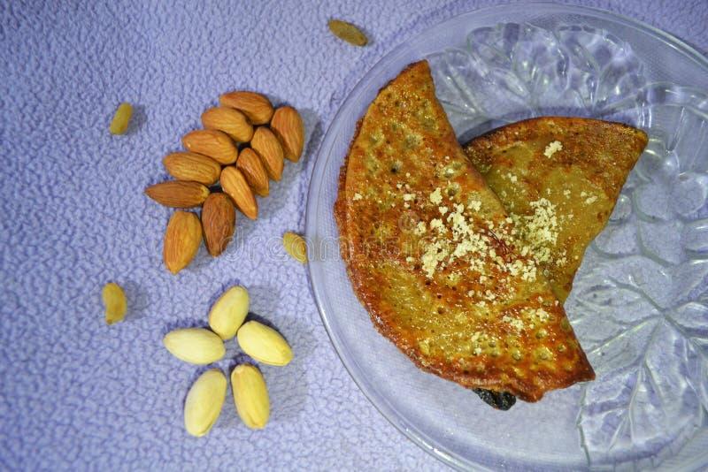 Malpua är en pannkaka som tjänas som som en efterrätt eller ett mellanmål som göras usuallly på den Holi festivalen arkivfoto