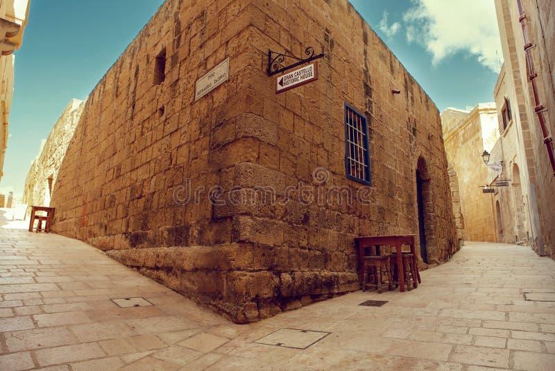 Maltańczyka okno na starej ścianie w Mdina i, Malta - Wizerunek fotografia royalty free
