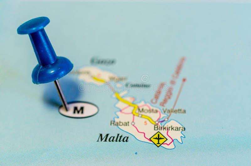 Malta auf Karte stockfotografie