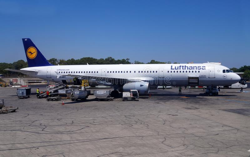 Malta-17 Juli 2014 Luchthaven van de Luchthavenluqa van Malta de Internationale Voorbereiding van Lufthansa-vliegtuigen voor de v stock fotografie