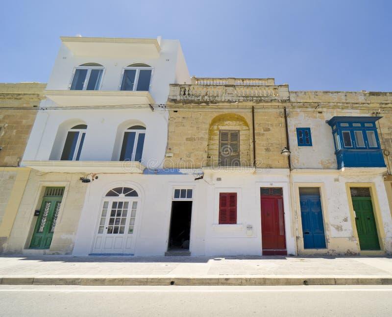 Malta, Marsa Scirocco, porten och promenaden arkivfoton
