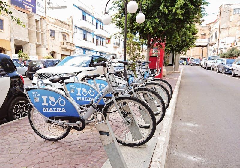 Maltas allgemeiner Fahrrad-teilender Dock-Stationsanschluß in Naxxar lizenzfreie stockfotos