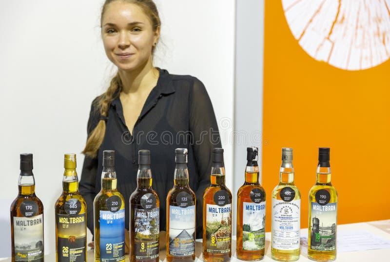 Maltbarncabine bij het Festival van de Wiskyborrel in Kiev, Uktaine royalty-vrije stock foto's