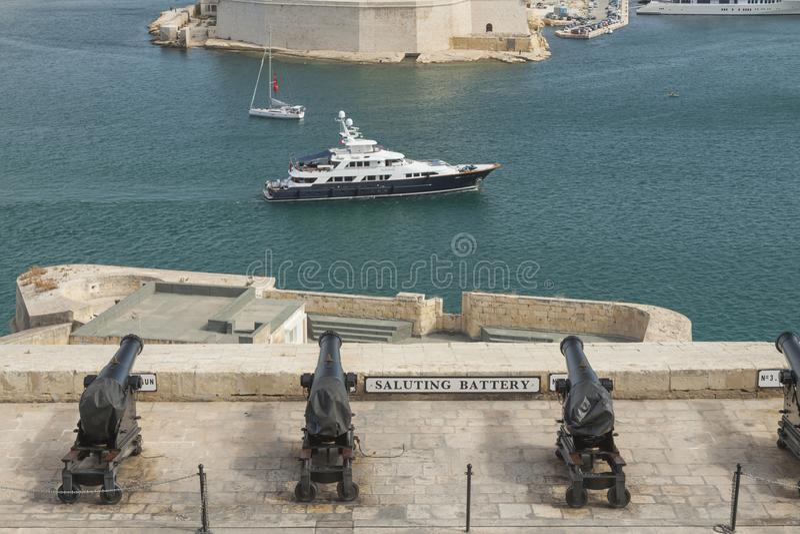 Malte, La Valette, canons de salutation de batterie image stock