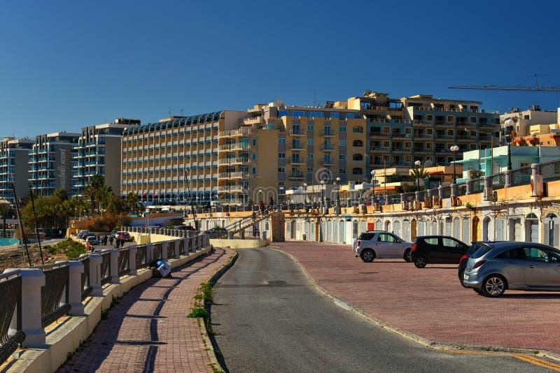 Malte, vue de rue de station de vacances de Bugibba photo stock