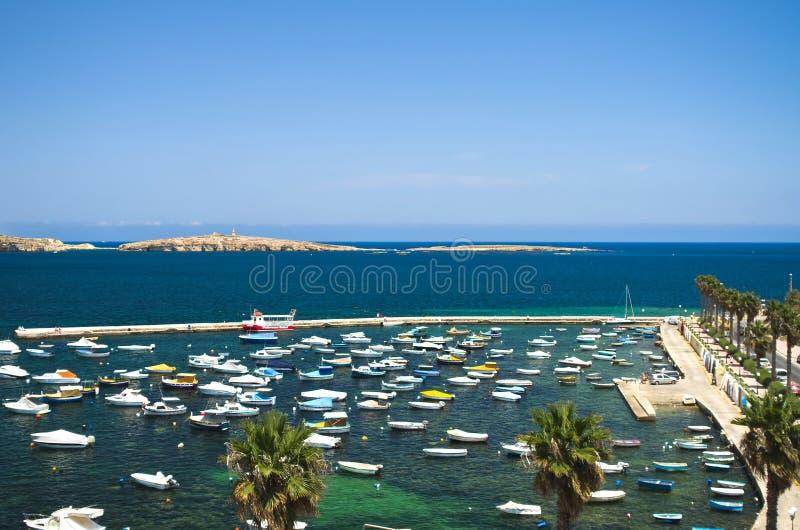 Maltesisk kustlinje arkivbild