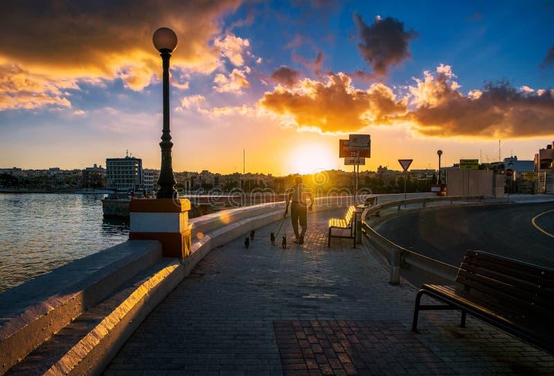 Maltesisk solnedgång arkivbilder