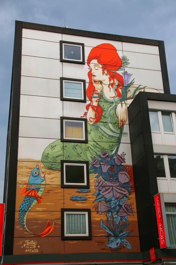 Malująca ściana budynek mieszkaniowy w Wiesbaden centrum miasta zdjęcie stock