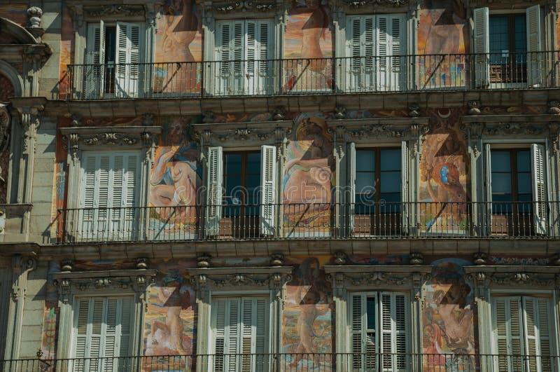 Malująca fasada na budynku przy placu Mayor w Madryt obrazy royalty free
