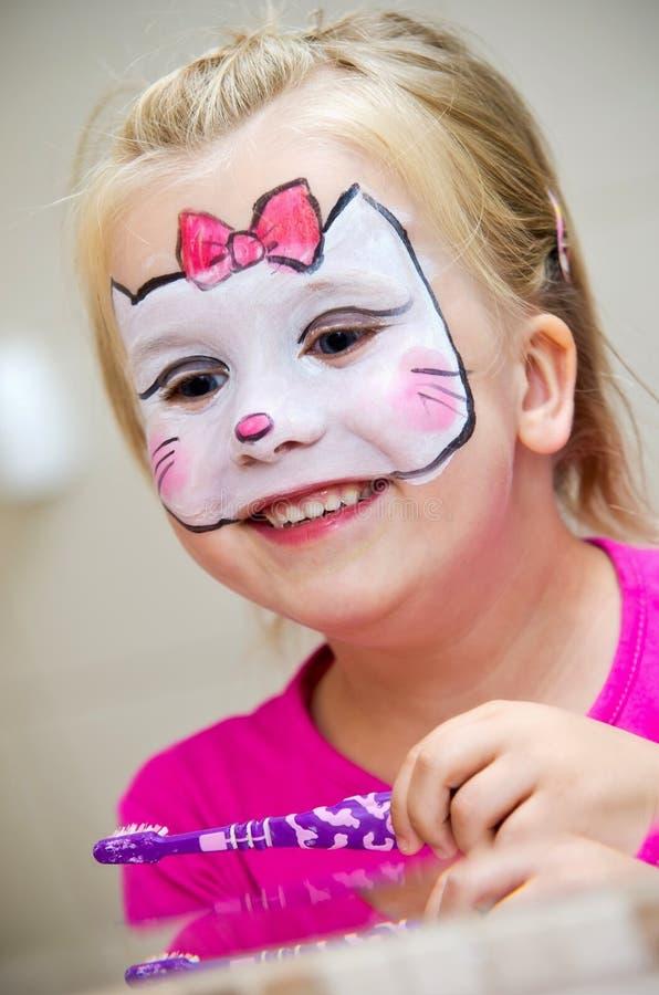 malująca twarzy dziewczyna zdjęcie stock