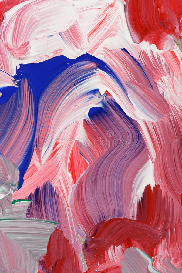 Maluje uderzenia abstrakcjonistycznego tło w czerwieni, białych i błękita brzmieniach, fotografia royalty free