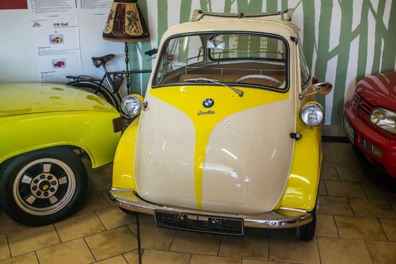 Malutki BMW Isotta pojazd w samochodowym muzeum zdjęcie stock