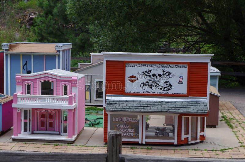 Malutki miasteczko miniatury Skalistej góry Harley Davidson sklep fotografia stock