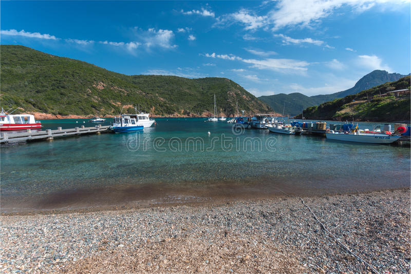 Malutki portowy Girolata w naturalnym schronieniu obrazy stock