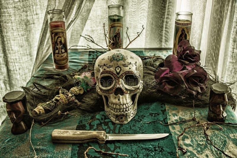 Malvagità di rituale del cranio di voodoo fotografia stock libera da diritti