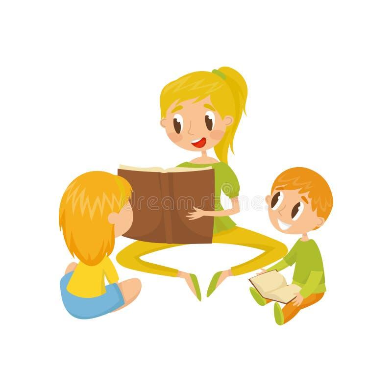 Mamá que lee un libro a sus niños, familia, ejemplo temprano del vector del concepto del desarrollo en un fondo blanco libre illustration