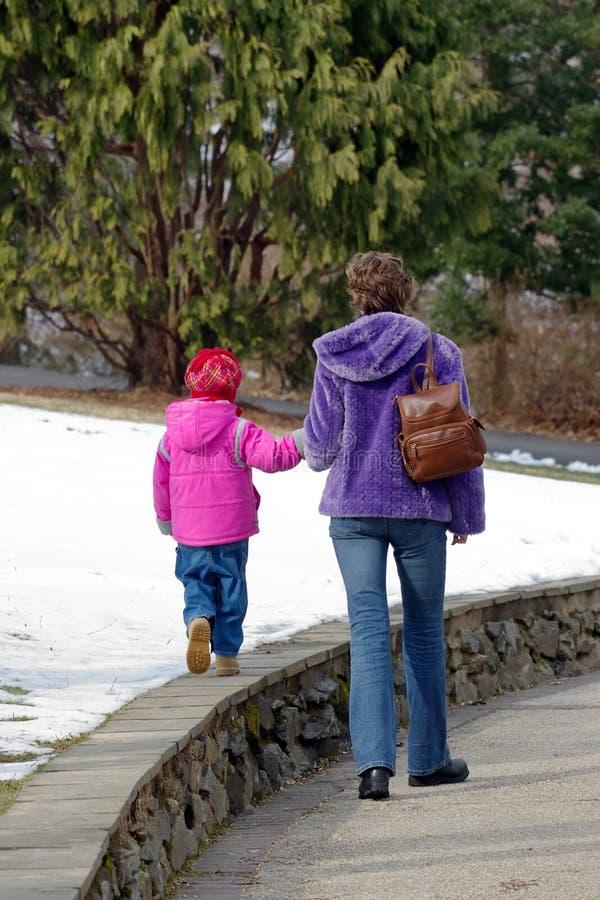 Download Mamã com filha imagem de stock. Imagem de engraçado, amor - 530071
