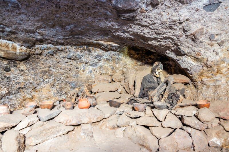 Mamã dentro do vulcão de Tunupa fotografia de stock