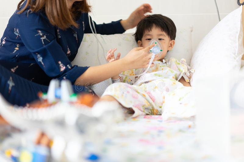Imagens De Stock Menino Doente No Hospital