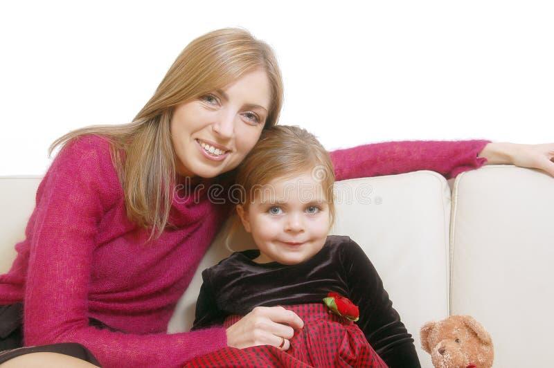 Mamã feliz com sua filha pequena fotos de stock