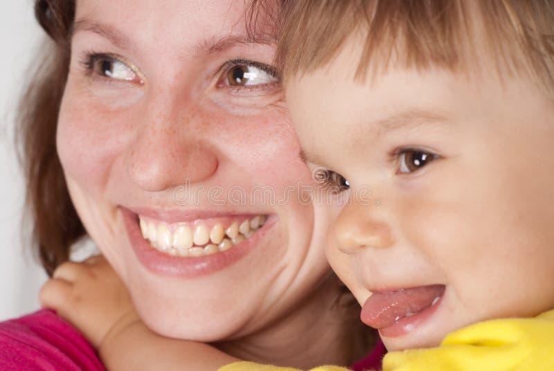 A mamã sorri com filha fotos de stock royalty free