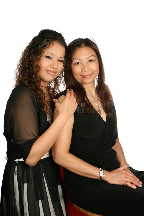 Mamã tailandesa com sua filha foto de stock royalty free